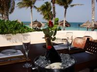 who wouldn't want dinner beachside?