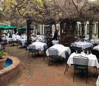 courtyard dining at the Court of Two Sisters