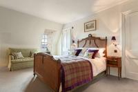 Barcaldine's luxurious Caithness room (courtesy Barcaldine Castle)